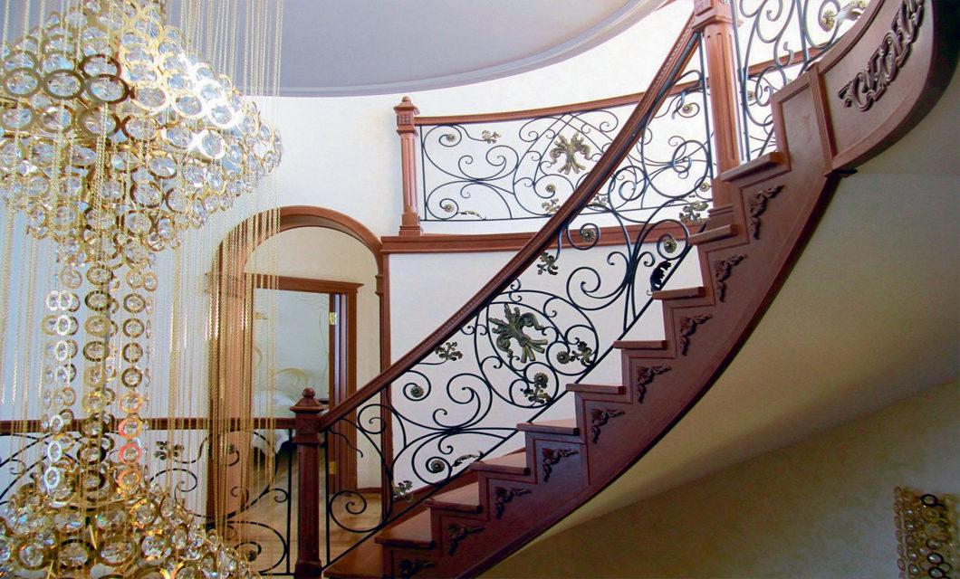 При заказе лестницы и кованного ограждения скидка на ковку 10%